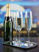 香槟在眼镜中的餐厅 — 图库照片