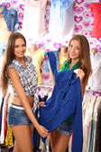 Two beautiful young woman in shop — Stock Photo
