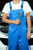 Young driver repairing car — Foto de Stock