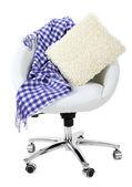 Witte stoel met kussen geïsoleerd op wit — Stockfoto