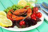 Boiled crab on white plate with salad leaves and tomatoes,on wooden table background — Stock Photo