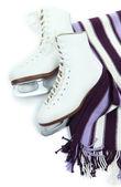 白で隔離されるスカーフのフィギュア スケート — ストック写真