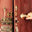 Hand opens door close-up — Stockfoto