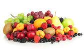 新鲜水果和浆果在白色隔离 — 图库照片