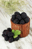 Sweet blackberries in wooden basket on table close-up — Stock Photo