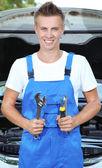 Young car mechanic repairing car — Stock Photo