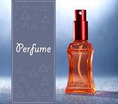 Vrouwen parfum in mooie fles op blauwe achtergrond — Stockfoto