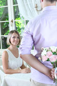 Handsome man with bouquet roses for his girlfriend — Stock Photo