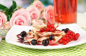 Tasty sweet dumplings with fresh berries on white plate, on bright background — Stock Photo