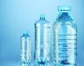 şişe su, üzerinde beyaz izole — Stok fotoğraf