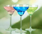 Cocktail su sfondo luminoso — Foto Stock