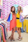 Two beautiful young woman in shop — Stockfoto