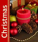 Zusammensetzung von Weihnachtsschmuck mit Holztisch Nahaufnahme — Stockfoto