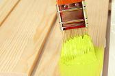 Pennello pittura mobili in legno, da vicino — Foto Stock