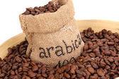 Kaffebönor i väska och skål närbild — Stockfoto