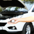 Hand holding pressure gauge for car tyre pressure measurement — ストック写真
