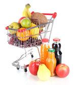 Verschillende vruchten per kar met sap geïsoleerd op wit — Stockfoto