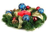 красивых рождественский венок, изолированные на белом фоне — Стоковое фото