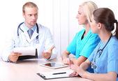 Medicinska teamet under mötet i office — Stockfoto