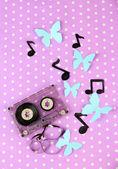 старые кассеты на фиолетовом фоне — Стоковое фото