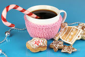 Cup of coffee with Christmas sweetness on blue background — Stock Photo