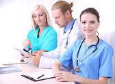 Equipe medica durante un incontro in ufficio — Foto Stock