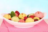 Delicious ice cream in bowl closeup — Stockfoto
