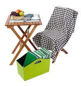 Revistas y carpetas en caja verde aislado en blanco — Foto de Stock