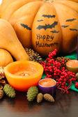 Skladba pro halloween s dýní a svíčky detail — Stock fotografie