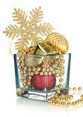 クリスマスの装飾ガラスの花瓶を白で隔離されます。 — ストック写真