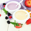 Delicious yogurt with fruit and berries on table close-up — 图库照片