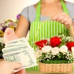 Florist makes flowers bouquet in wicker basket — Stock Photo #32331477