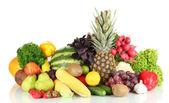 Divers fruits et légumes isolés sur blanc — Photo