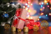 Parlak zemin üzerine birçok hediyeler — Stok fotoğraf