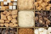 Olika typer av socker i trälåda närbild — Stockfoto