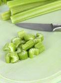 Sedano verde fresco su close-up scheda di taglio — Foto Stock