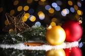 Vackra jul sammansättning på bordet på ljus bakgrund — Stockfoto