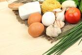 Conceito de cozinha. compras na mesa de madeira — Foto Stock