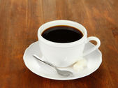 Coffee cup on wooden table close-up — Stock Photo