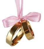 Wedding rings tied with ribbon isolated on white — Stockfoto