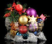 Adornos navideños en fondo negro — Foto de Stock