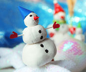 Beautiful snowmen and Christmas decor, on bright background — Stock Photo