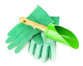 Petite pelle de jardinage et gants isolés sur blanc — Photo