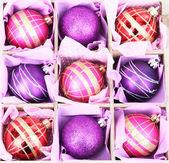美しいクリスマスのおもちゃ、白で隔離されるパッケージ — ストック写真