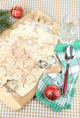 Making Christmas cookies on wooden board on tablecloth background — Stockfoto