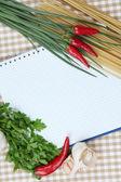 Concepto de cocina. cerrar comestibles con vacío cookbook — Foto de Stock