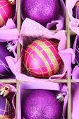 Güzel ambalajlı noel topları, yakın çekim — Stok fotoğraf