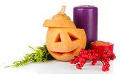 Composição para halloween com abóbora e velas isoladas no branco — Foto Stock