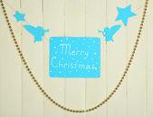 Letrero con las palabras feliz navidad en primer plano de fondo de tabla de madera — Foto de Stock