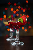 Two cocktails with fresh berries,on bright background — Stock Photo